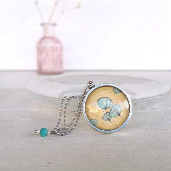 Ciondolo con fiore di loto verde illustrato