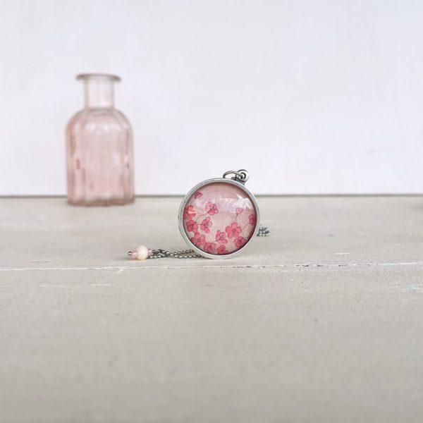 Collana con pendente illustrato fiori di ciliegio